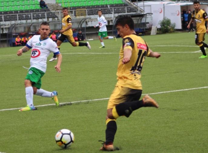 Triunfazo pirata: Con 10 jugadores gran parte del partido, Coquimbo Unido doblegó a Puerto Montt que se queda sin respuestas