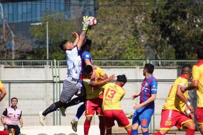 (Videos) Director técnico de Independiente de Cauquenes escupió a hincha de Iberia