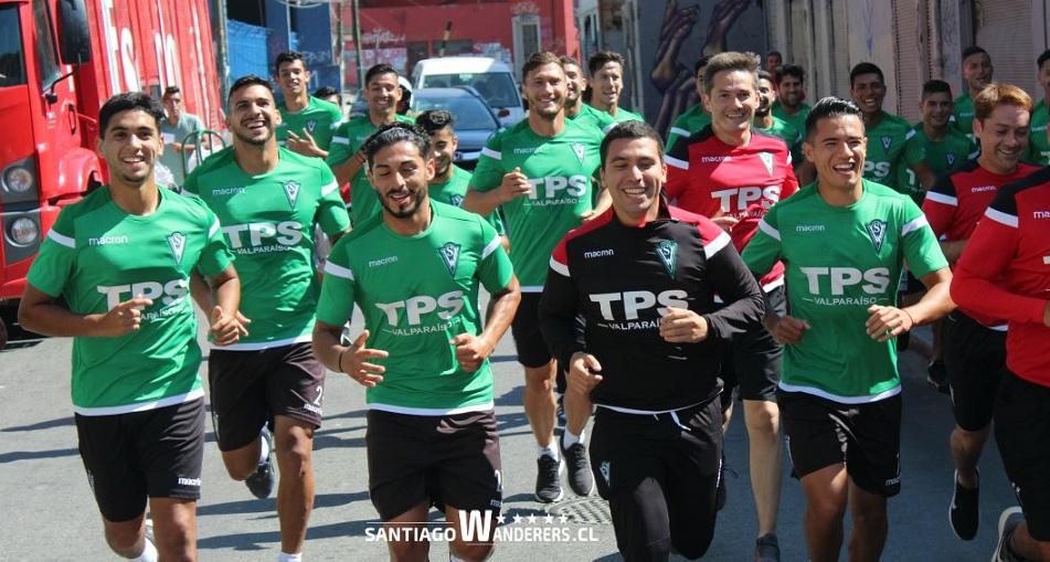 (Video) El aplaudido trote del plantel de Santiago Wanderers por las calles de Valparaíso