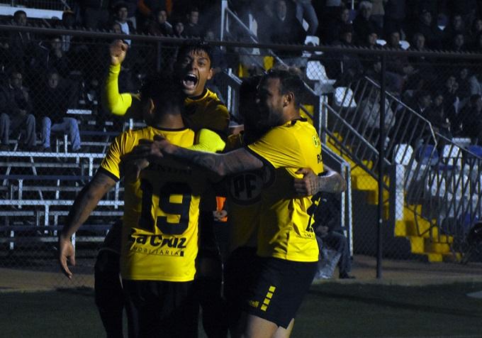 San Luis supera a domicilio a Santa Cruz y se aleja del último lugar