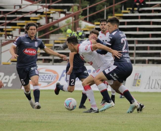 Deportes Melipilla se impone en el sur y hunde a Deportes Valdivia
